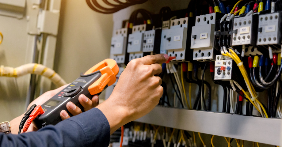 Understanding the Pros and Cons of Prefabricated Electrical Power Distribution Solutions